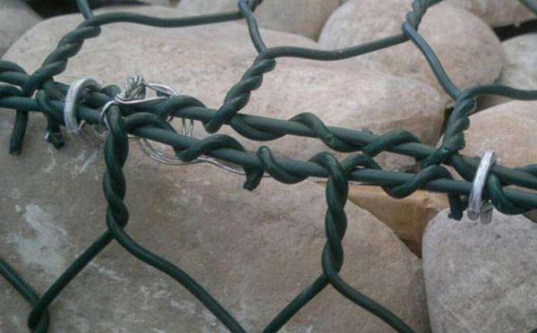 包塑石笼网